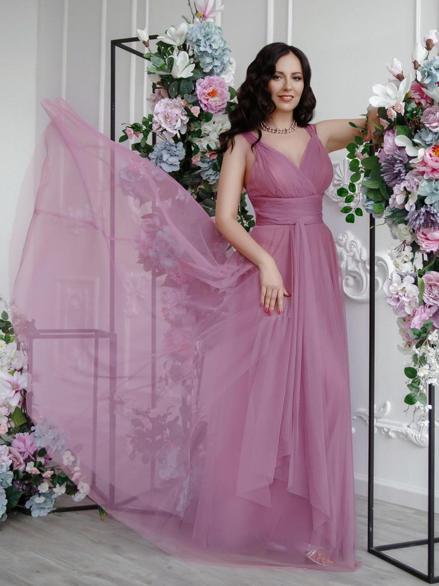 Maria-Kuznetsova-wears-a-dress