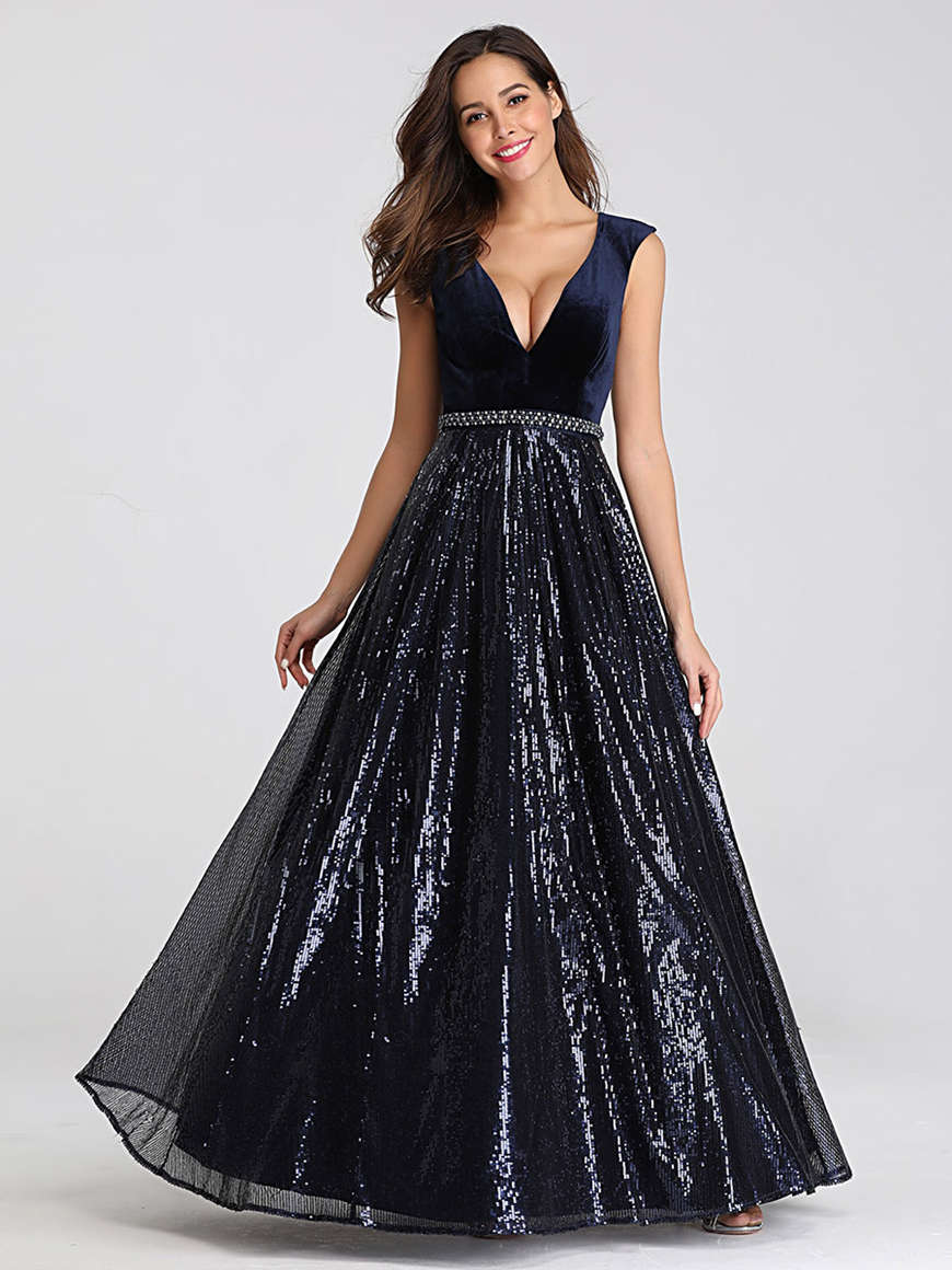 a-V-neckline-prom-dress