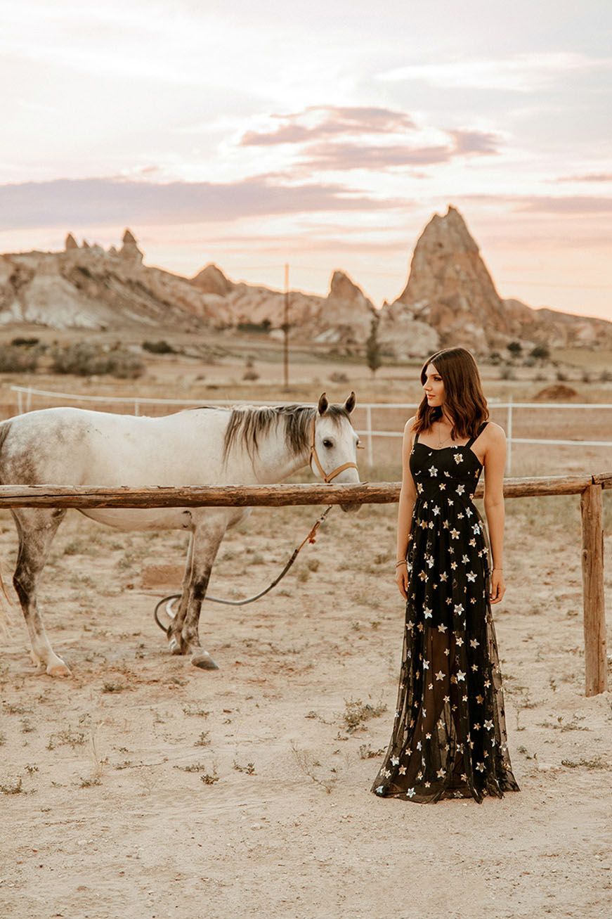 larisa-with-the-horses