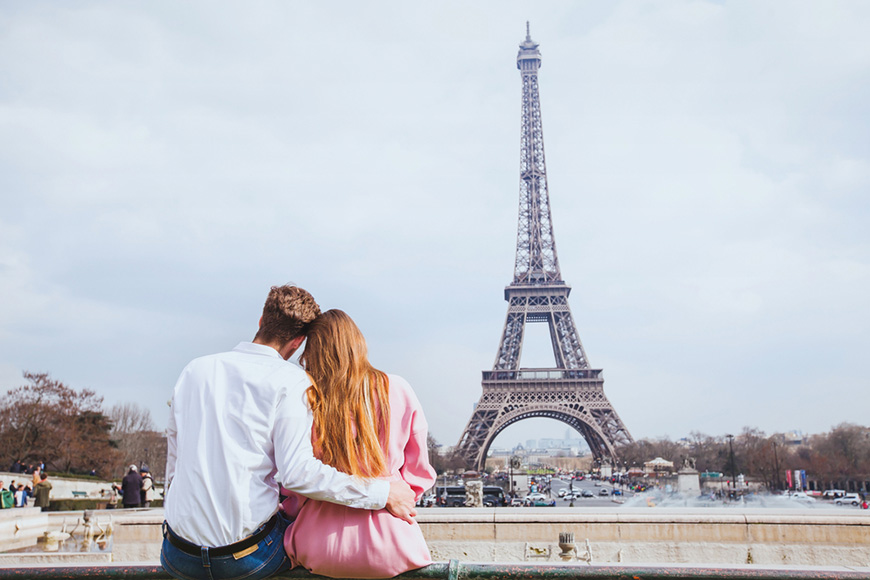young-couple-in-paris