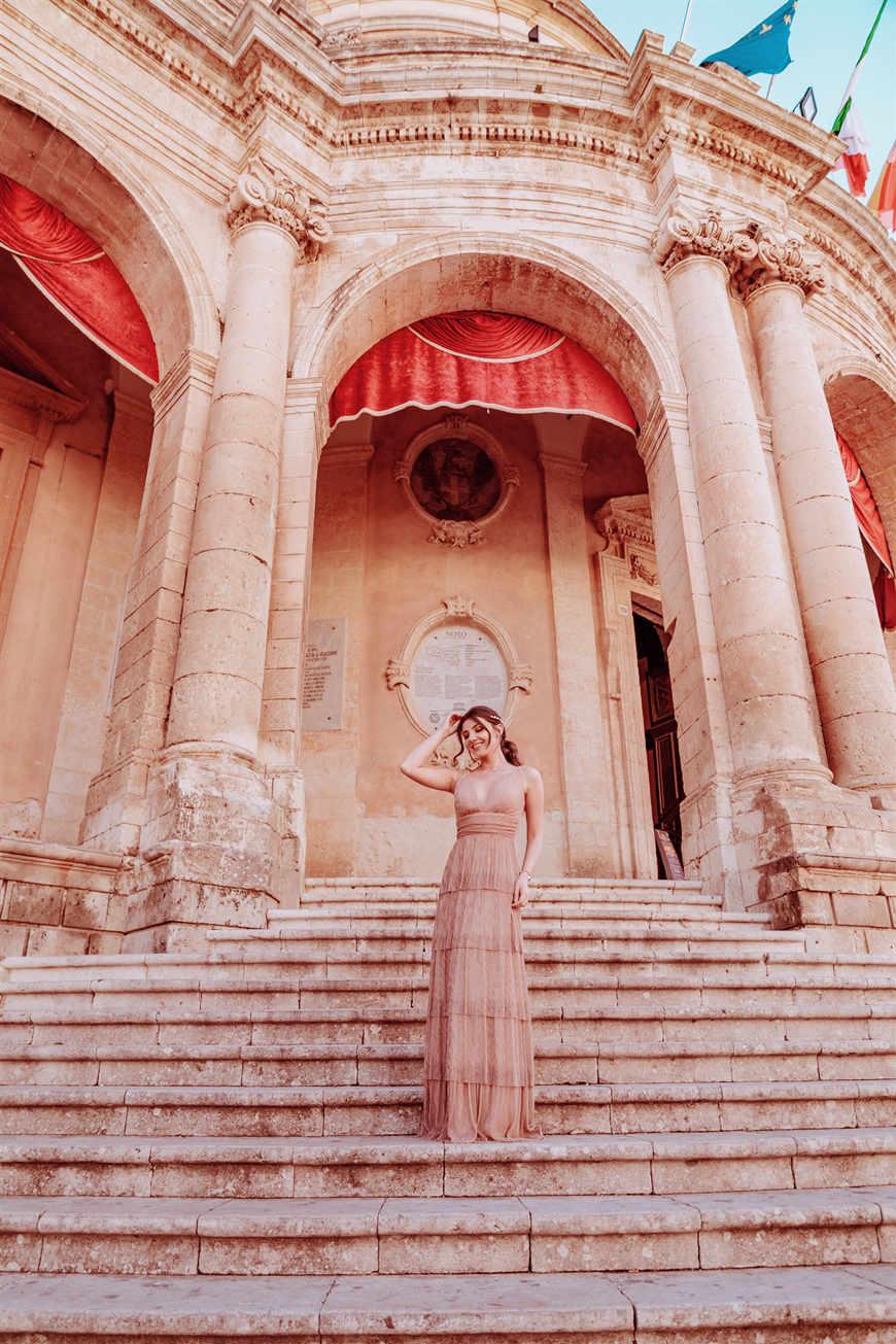larisa-stood-on-the-steps