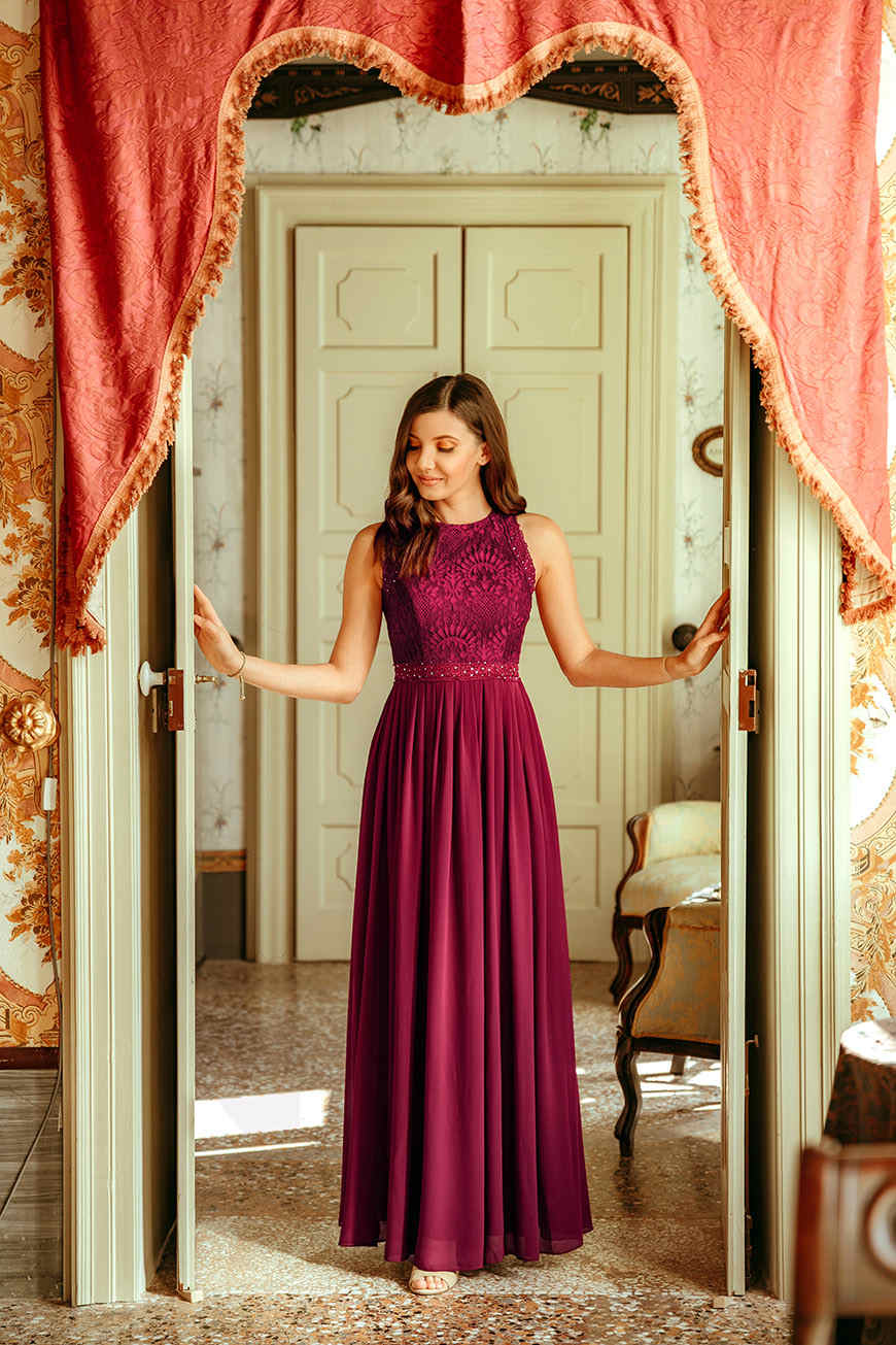 beautiful-larisa-wears-a-long-burgundy-dress