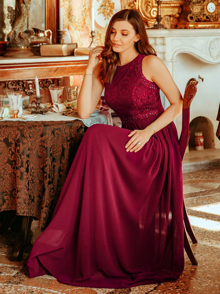 a-elegant-and-classic-red-prom-dress