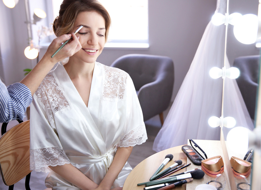 a-bride-is-making-up