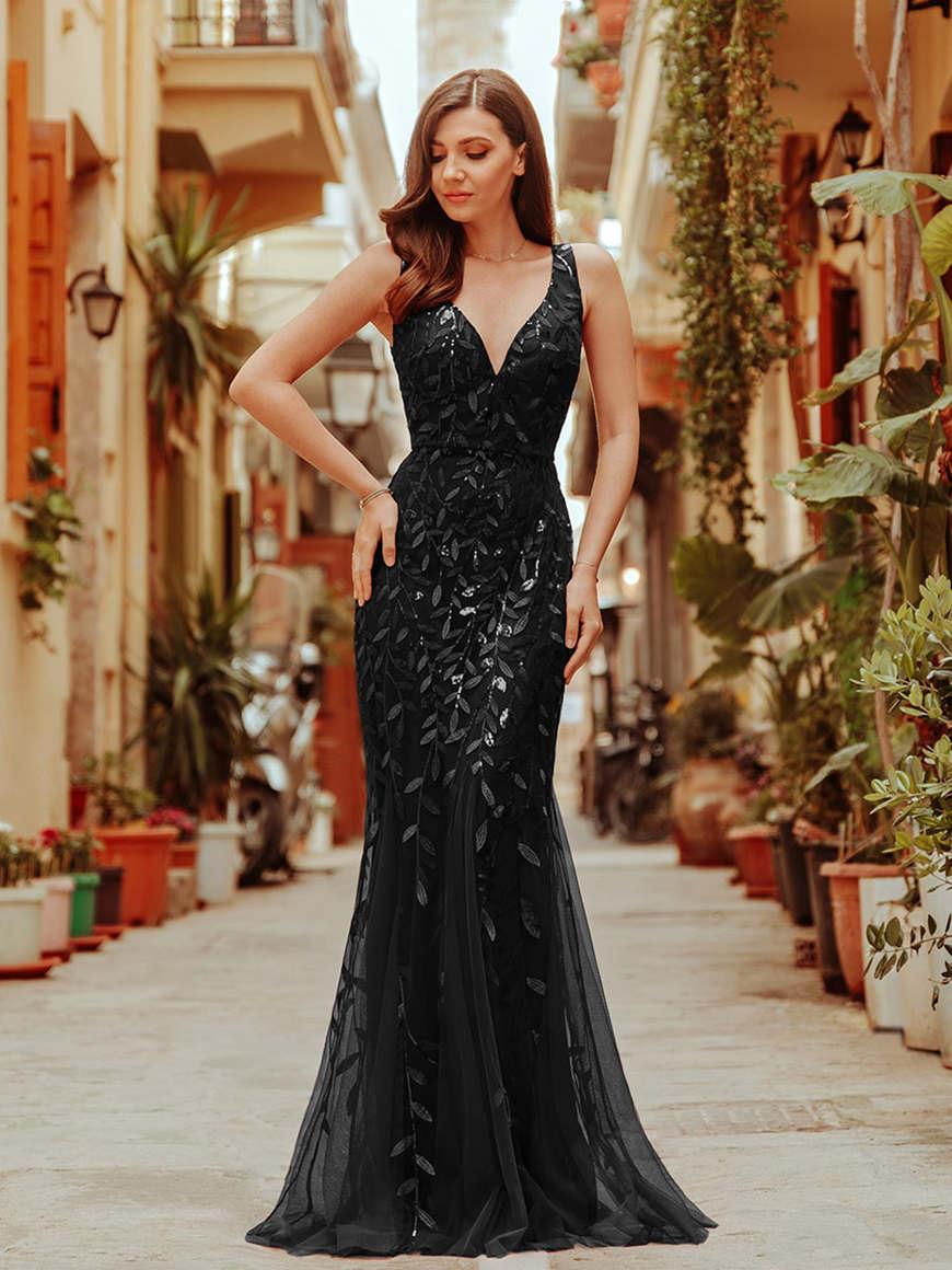 a-mermaid-style-black-dress