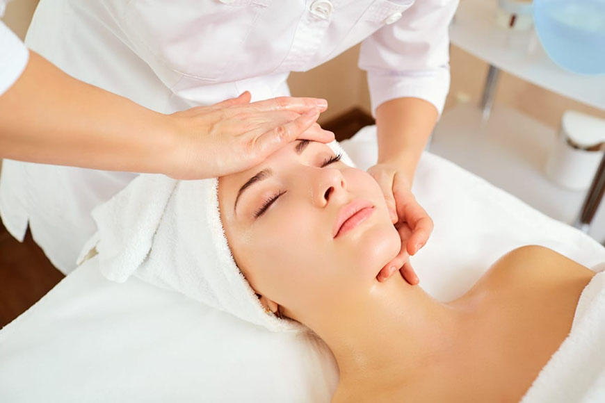 a-lady-is-recieving-massage
