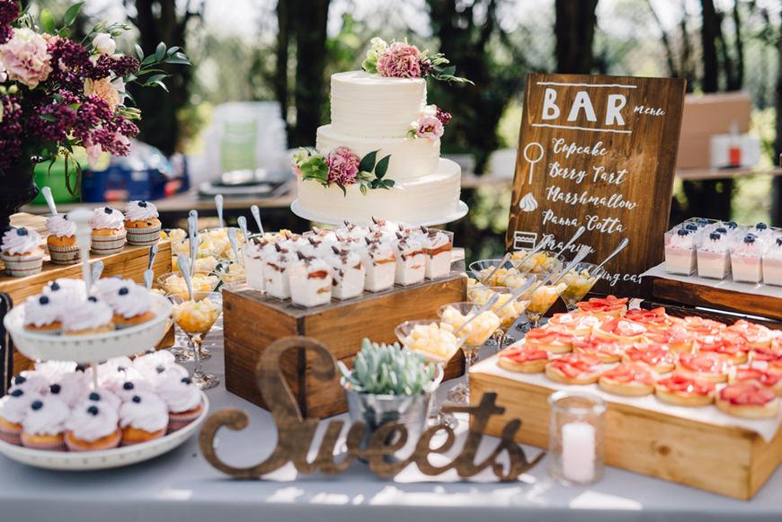 backyard-wedding-cakes