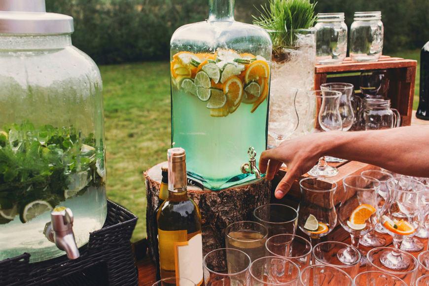 backyard-wedding-drinks