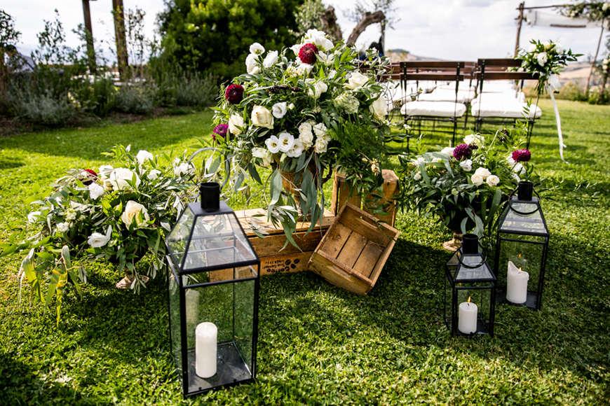 backyard-wedding-flowers