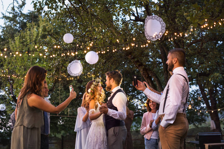 backyard-wedding-lingts-in-the-evening