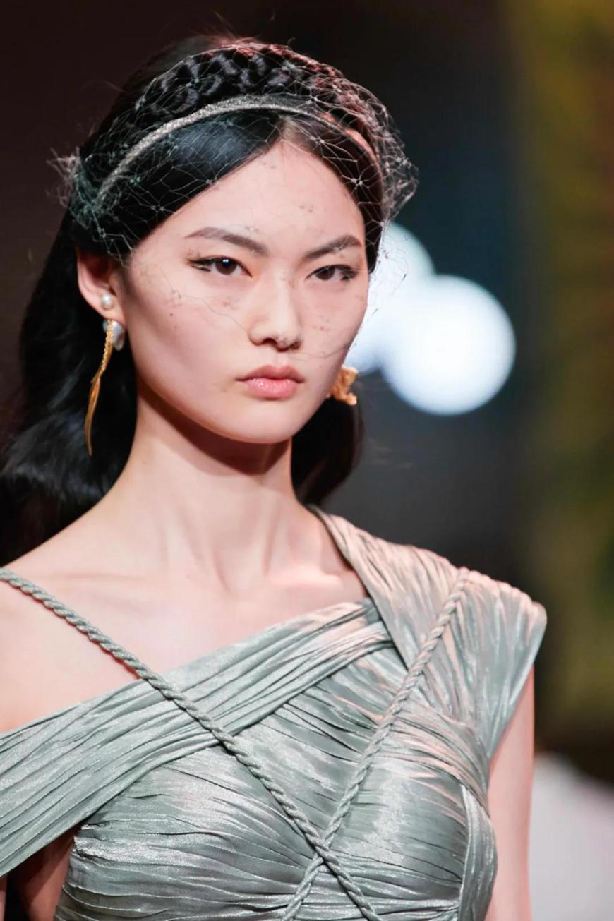 dior-baroque-pearls-earrings
