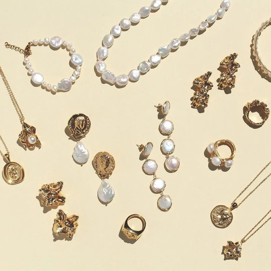 many-baroque-pearls-earrings