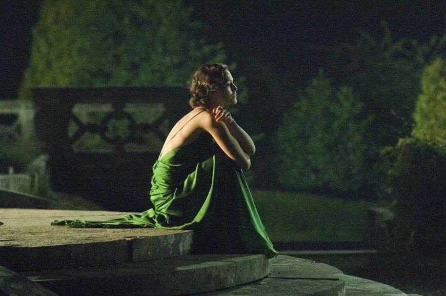 Keira-Knightley-wears-a-silk-dress