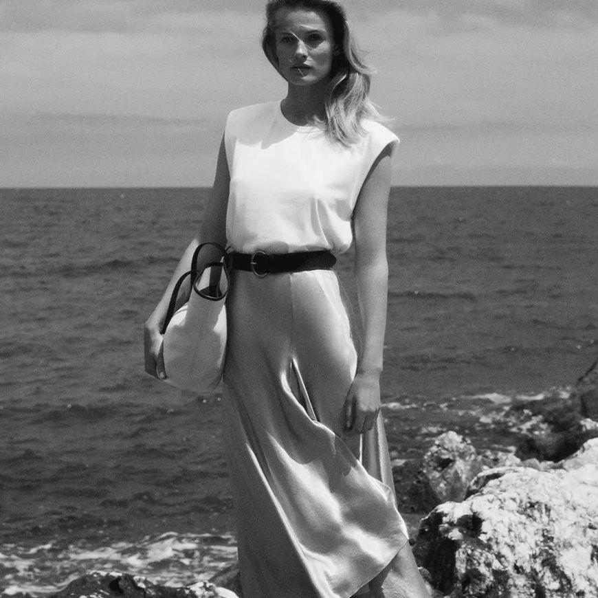 a-sleeveless-T-shirt-and-a-silk-skirt