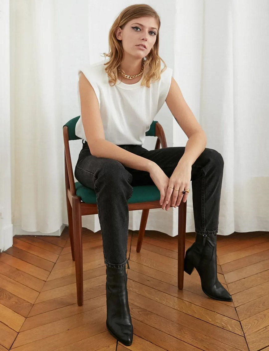 a-sleeveless-T-shirt-and-black-jeans