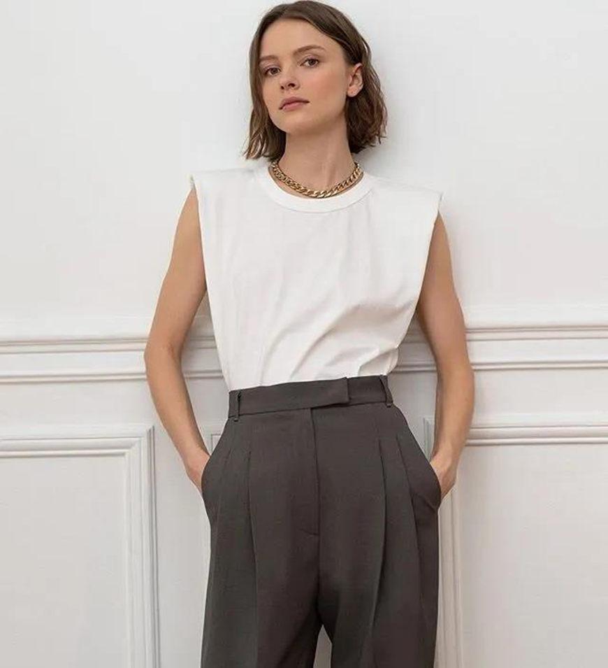 a-sleeveless-T-shirt-and-grey-pants
