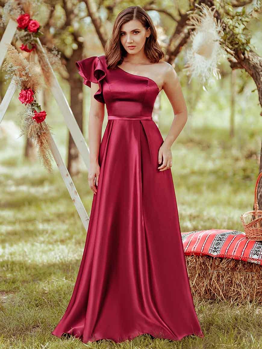 an-elegant-bridesmaid-dress
