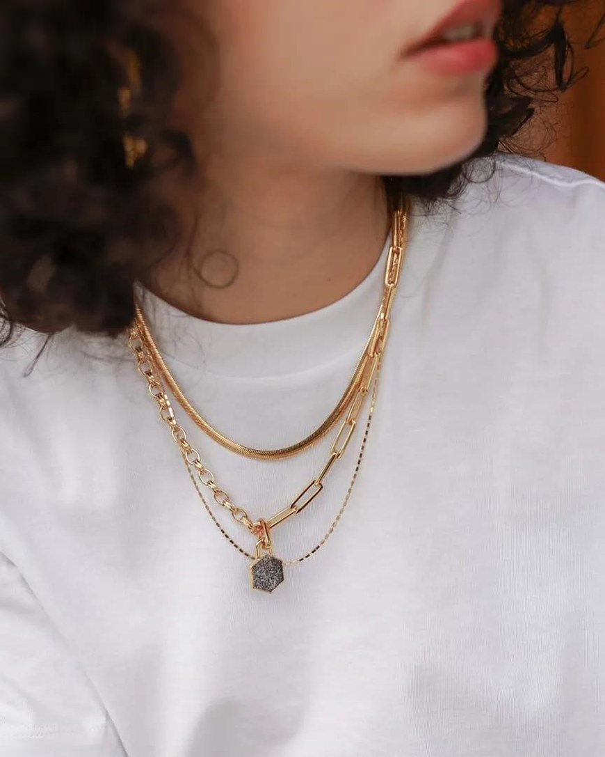 white-t-shirts-and-golden-necklaces