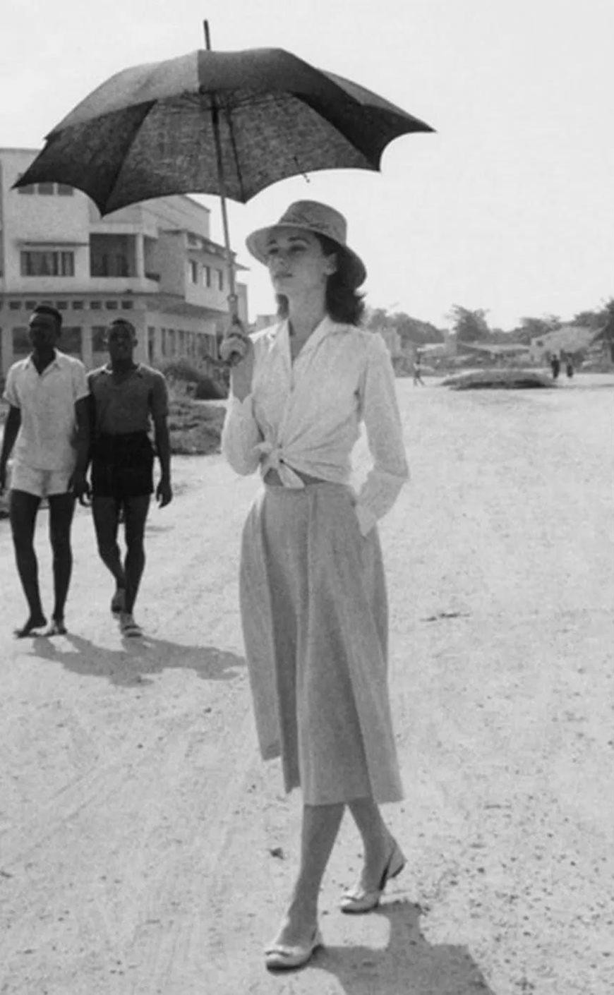 Audrey-Hepburn-wore-a-blouse