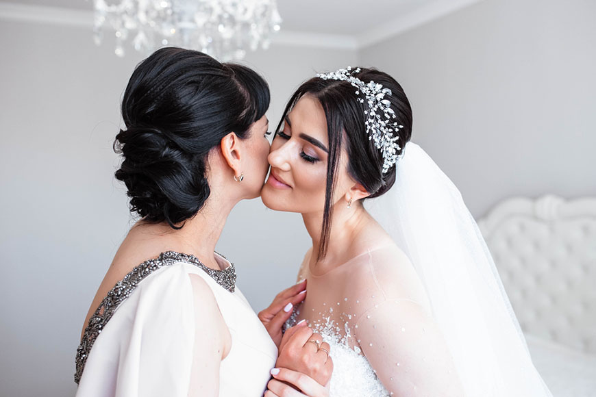 a-beautiful-bride-and-her-mother