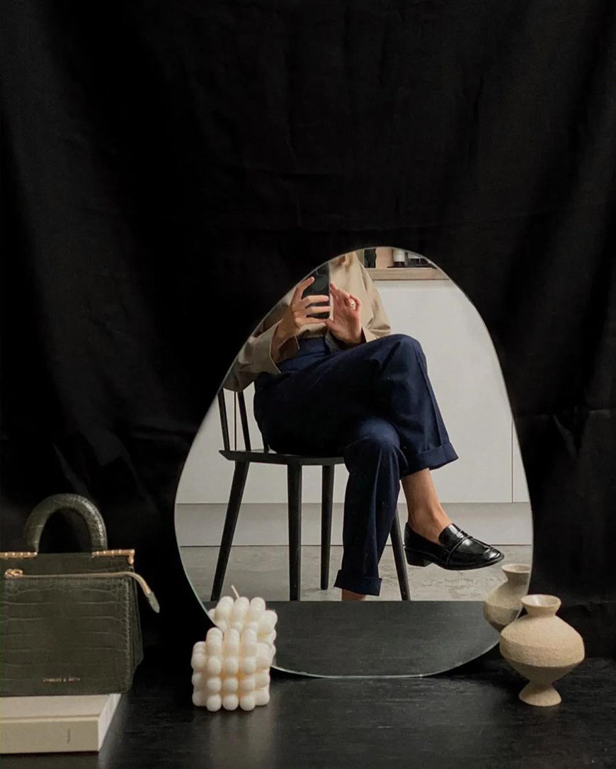 a-black-mirror-selfie