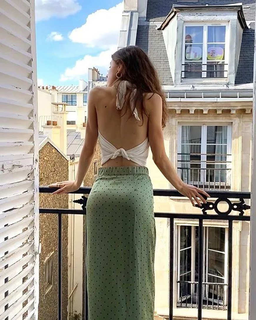 a-halter-top-with-a-knot