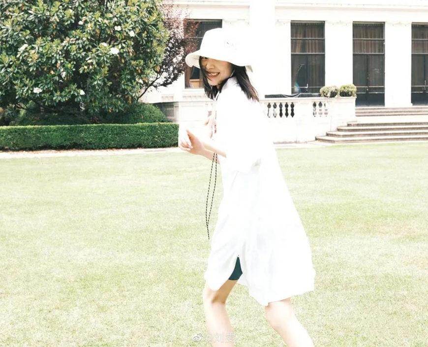 a-white-bucket-hat