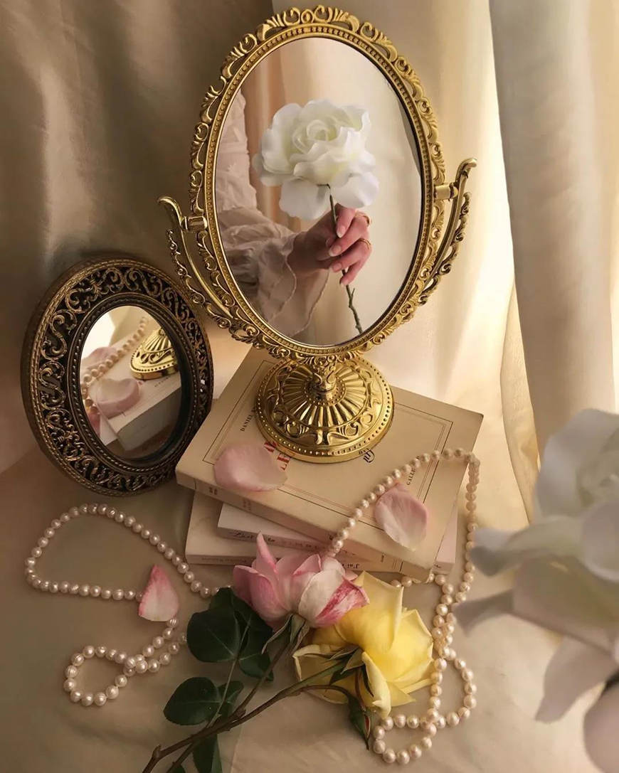 mirror-selfie-with-a-flower