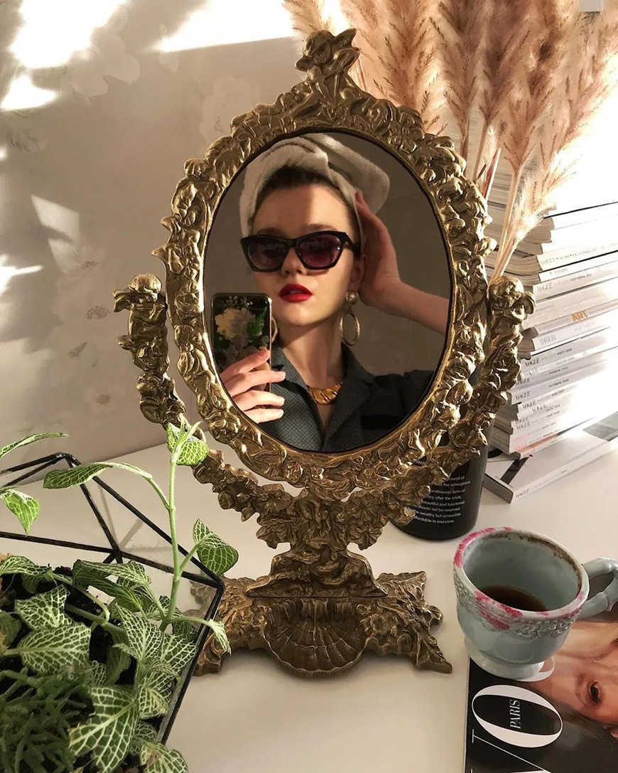 mirror-selfie-with-new-hairstyle