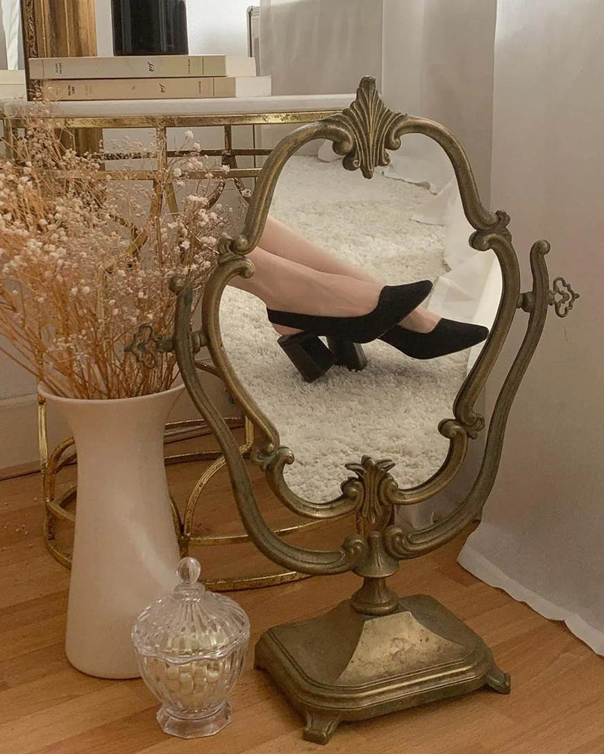 mirror-selfie-with-new-shoes