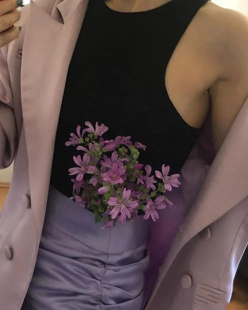 purple-flowers-and-purple-outfits