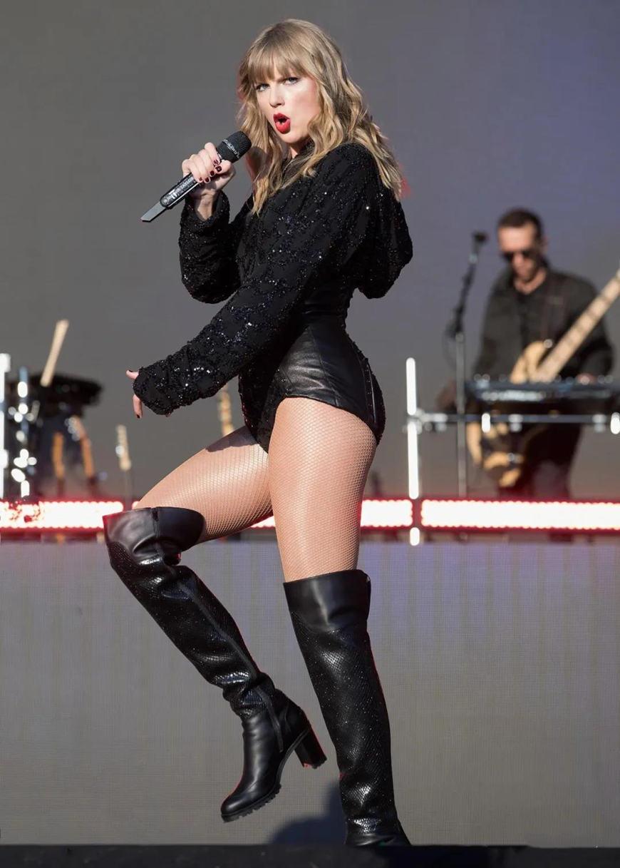 Taylor-Swift-in-2019