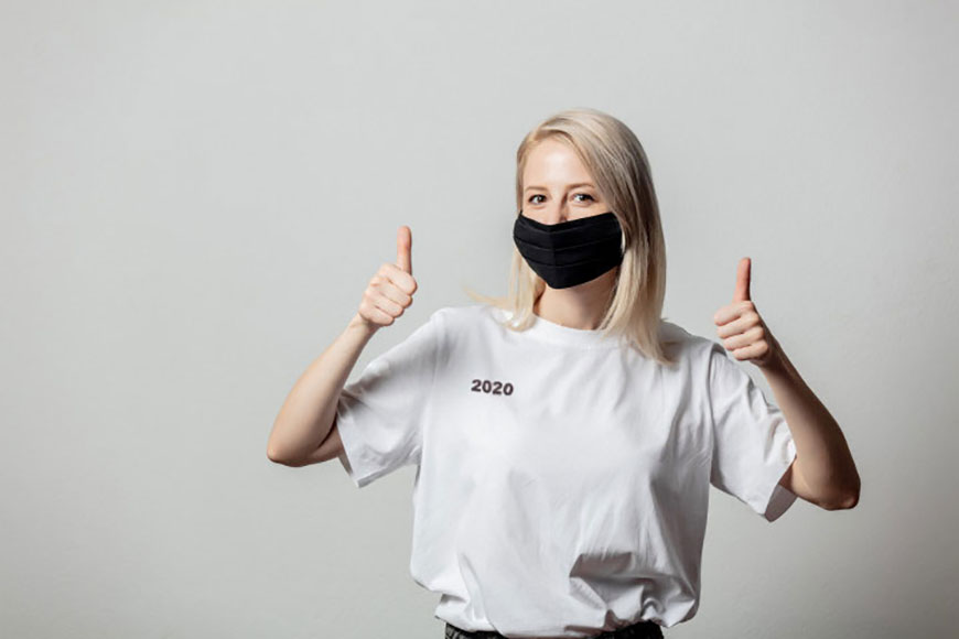 paint-the-number-2020-on-a-white-t-shirt