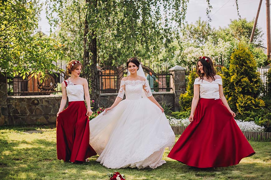 a-birde-and-her-bridesmaids
