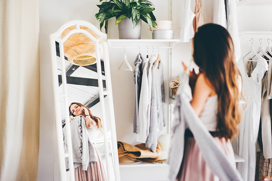choose-a-dress-in-the-wardrobe