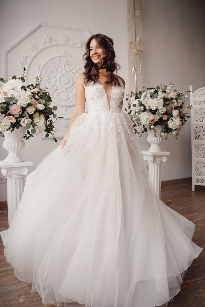 V-neck-simple-wedding-dresses