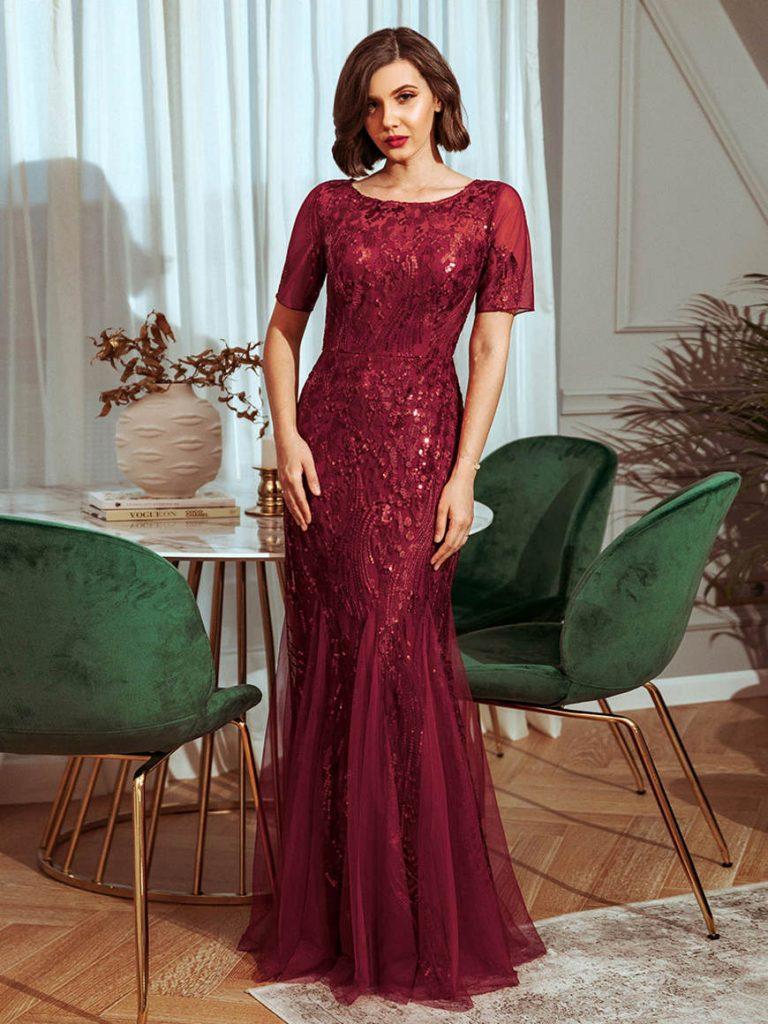 a-burgundy-sequins-prom-dress