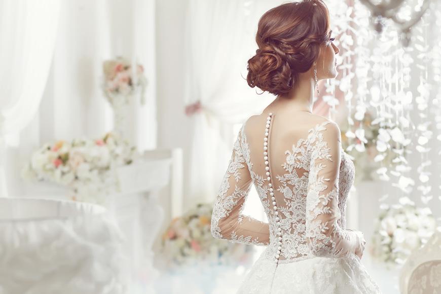Beautiful-bride-braiding-hair