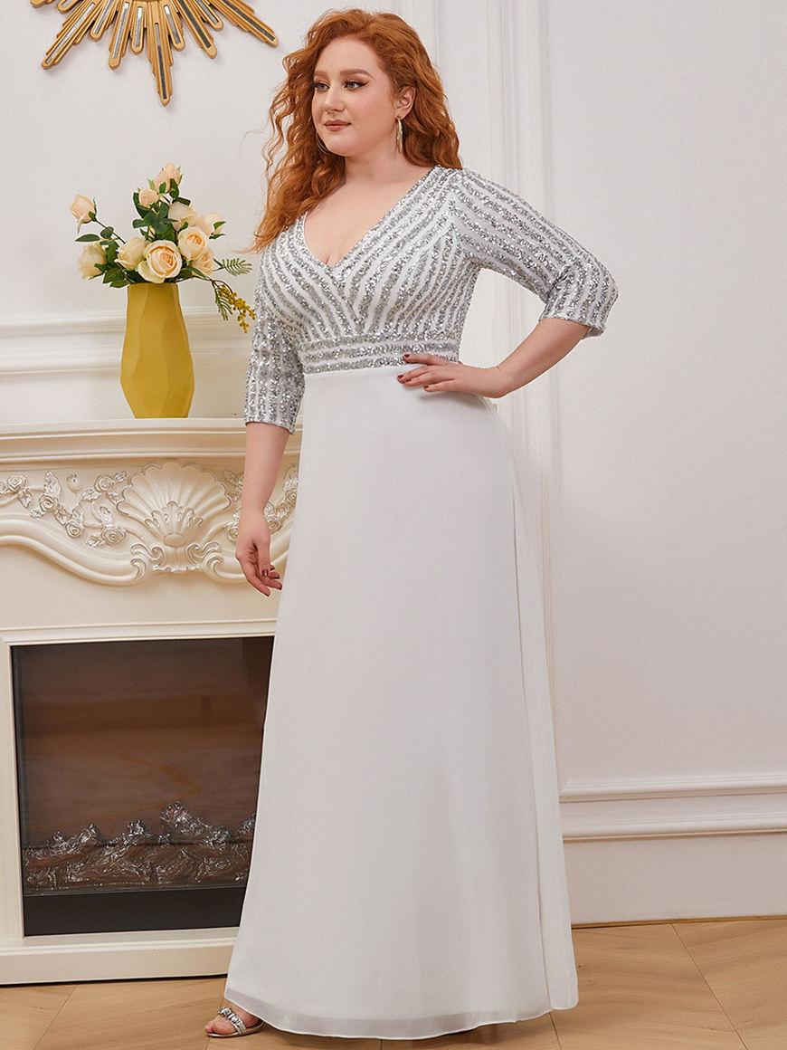 Elegant-V-neckline-Long-Sleeved-Wedding-Dress
