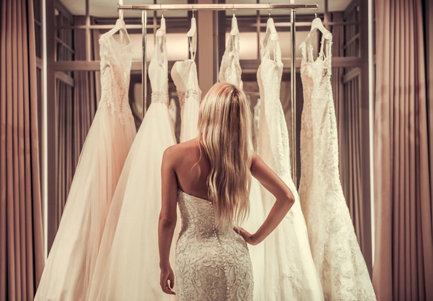 a-women-is-choosing-her-wedding-dress