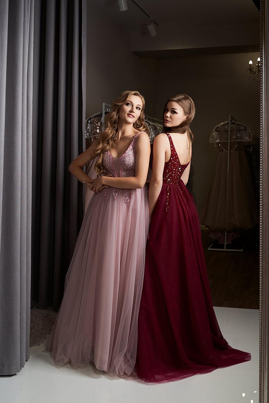bridesmaids-in-v-neck-bridesmaid-dresses