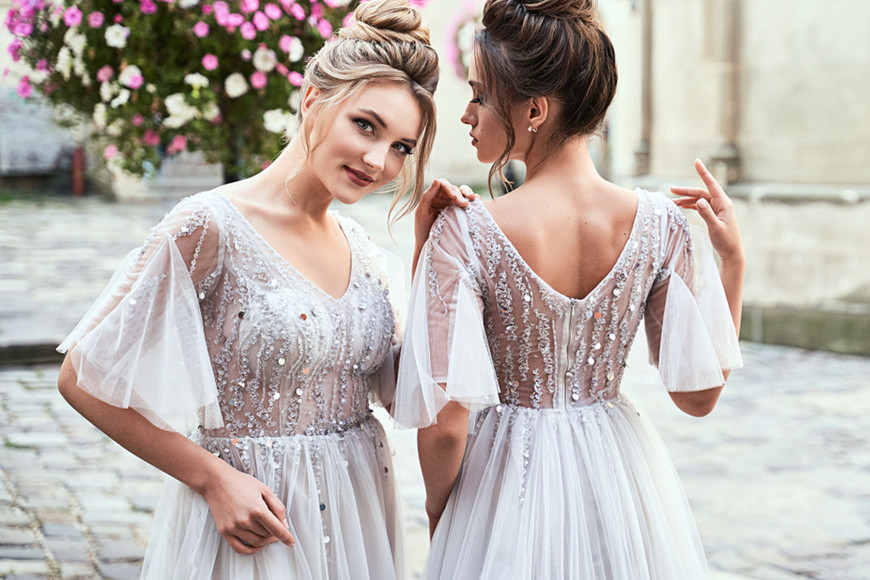 two-bridesmaids-in-white-tulle-dresses