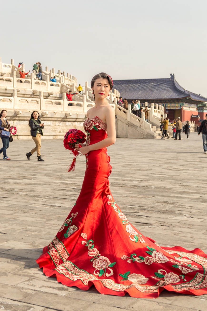 Pretty-Chinese-girl-in-red-wedding-dress