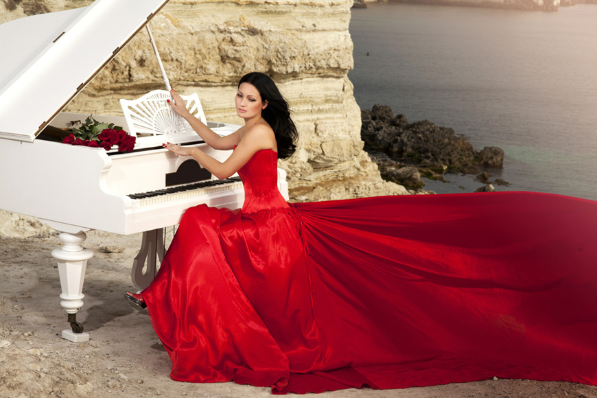 slim-bride-in-red-wedding-dress-playing-grand-piano