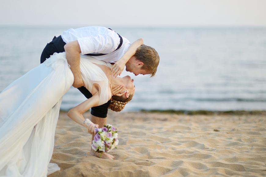 Beach-wedding-bride-and-groom-hugging-by-the-sea