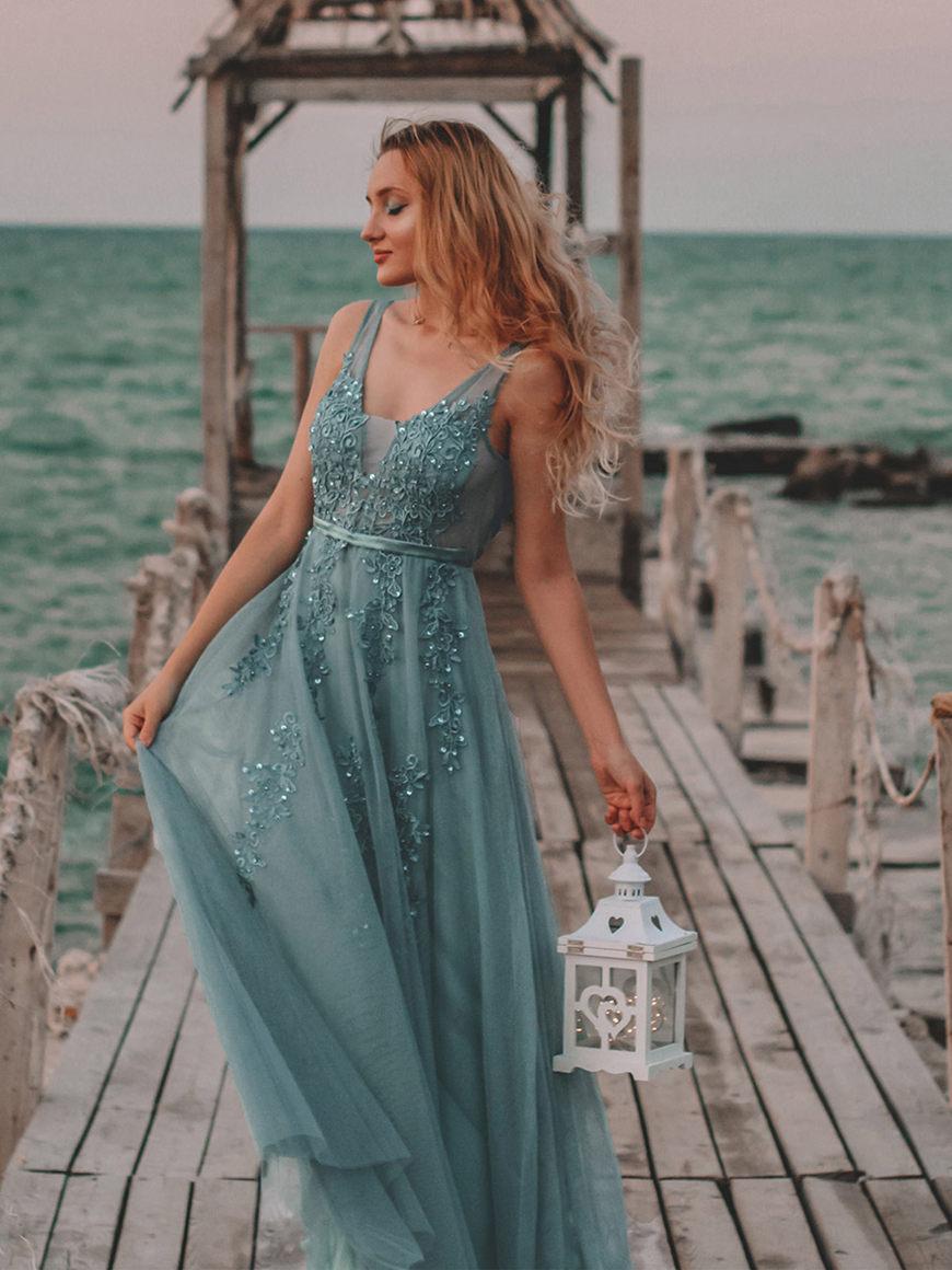Elegant-Floor-Length-Tulle-Dress