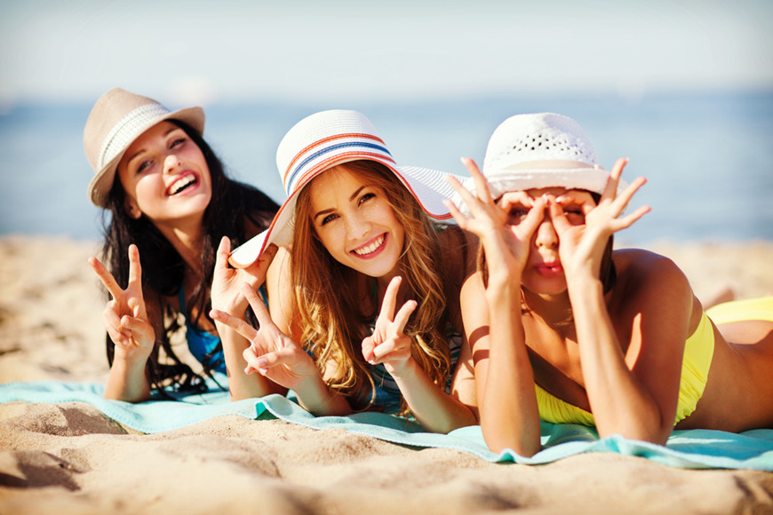 girls-with-sun-hats