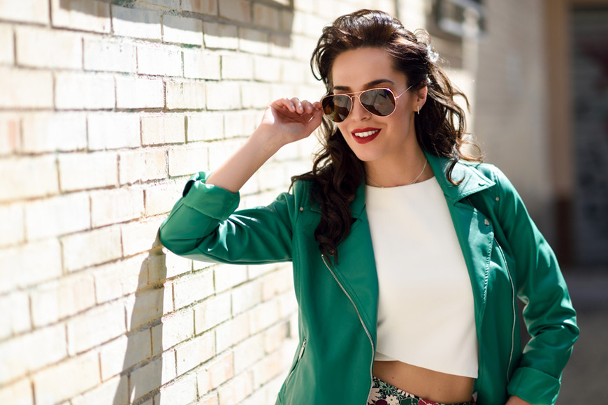 Young-brunette-woman-with-aviator-sunglasses