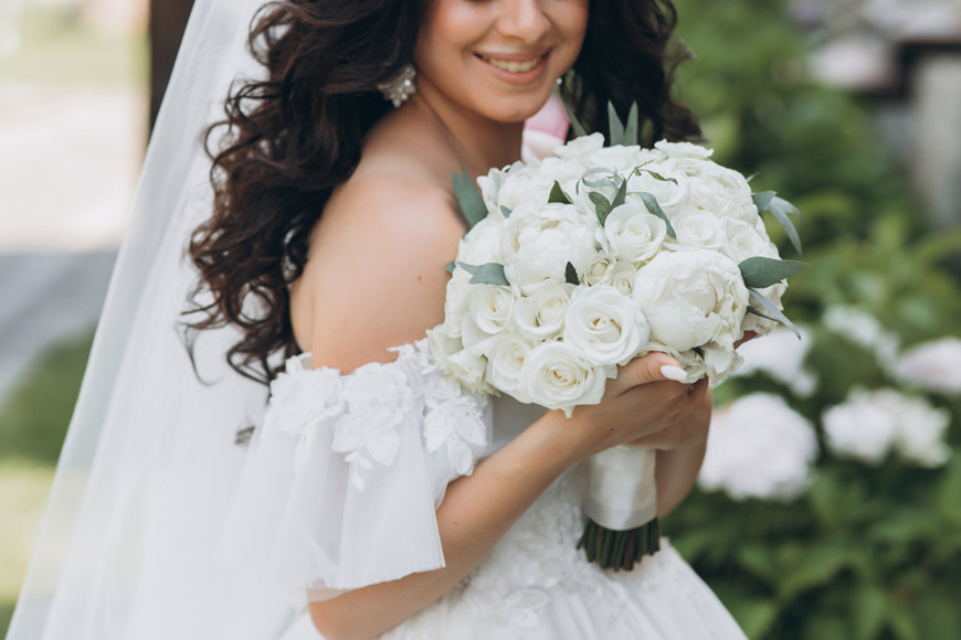 Traditional-bouquet-held-by-hand