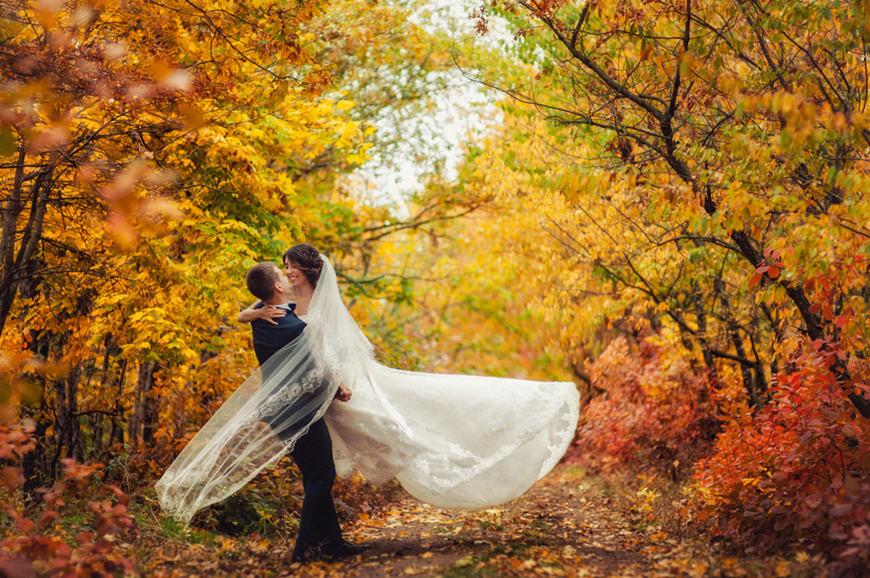 Popular-Fall-Wedding-Dress-Elements-2021